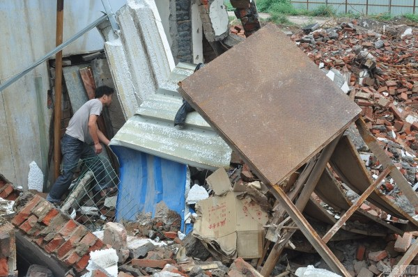 henan-chinese-couple-abducted-in-middle-of-night-return-to-demolished-home-03