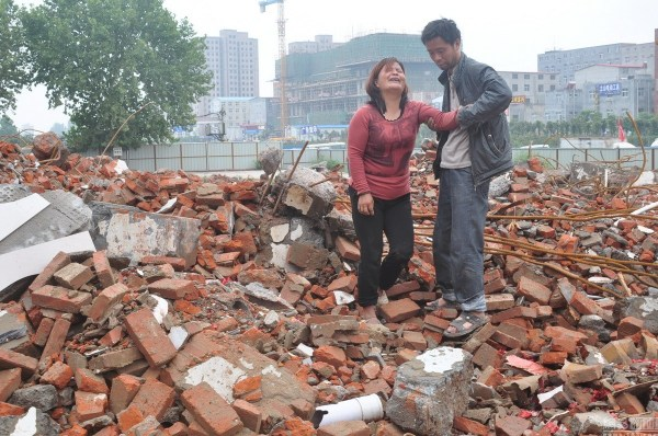 henan-chinese-couple-abducted-in-middle-of-night-return-to-demolished-home-04