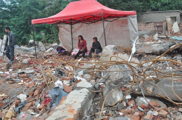 henan-chinese-couple-abducted-in-middle-of-night-return-to-demolished-home-05