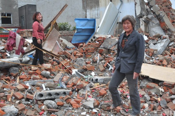henan-chinese-couple-abducted-in-middle-of-night-return-to-demolished-home-11