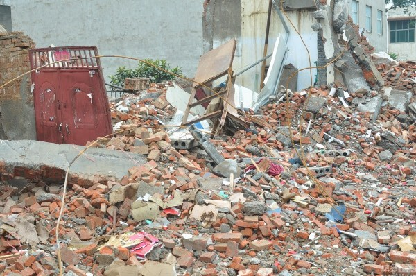 henan-chinese-couple-abducted-in-middle-of-night-return-to-demolished-home-13