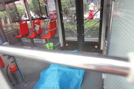 china-elderly-man-sudden-death-after-arguing-with-youth-about-public-bus-seat-02