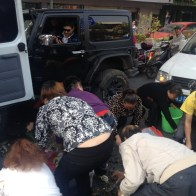 china-changsha-crabs-alligator-spilled-in-traffic-accident-looted-by-chinese-passerbys-04