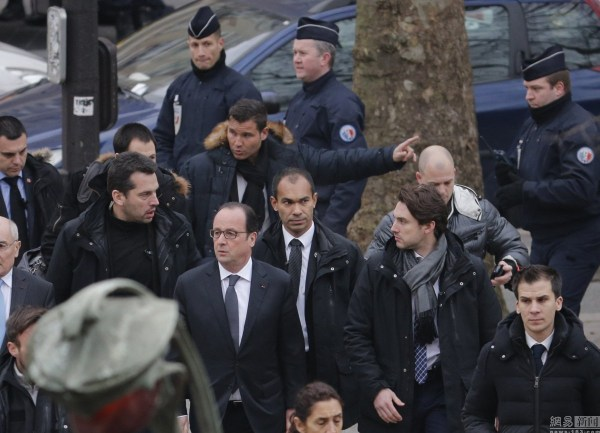 Photo i of French President Hollande arriving at the scene of the incident.