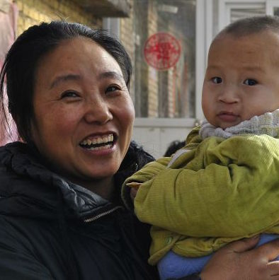 Hebei Woman Adopts 72 Children over 19 Years, Praised by Netizens