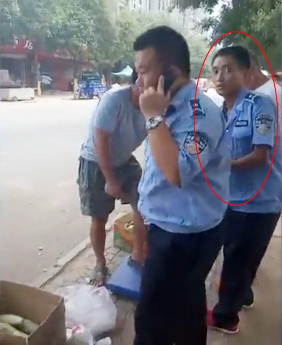 Enforcement Officer Feigns Fall To Shoo Away Street Vendor