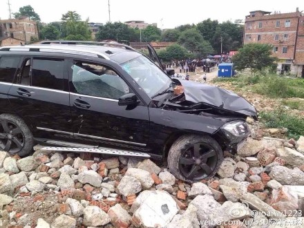 Disgruntled Evictee Drives Benz Into Demolition Personnel