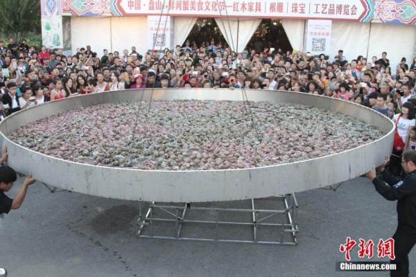 Residents Steam Crabs In Giant Wok
