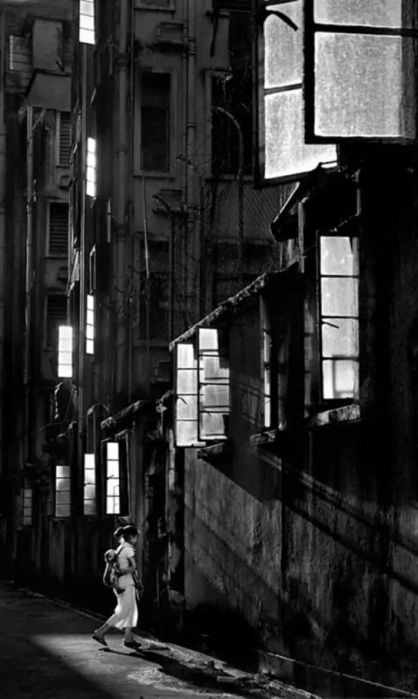 street-photography-hong-kong-memoir-fan-ho-49-612x1024