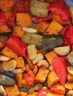 How to roast vegetables in a slow cooker. You can use any of the following vegetables: zucchini, red peppers... http://chocolatecoveredkatie.com/2013/01/10/how-to-roast-vegetables-in-the-slow-cooker/