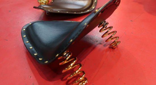 ドロップアウト本革ソロシート(真鍮リベット)黒