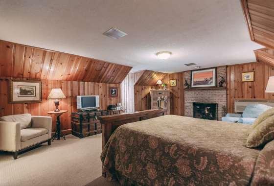 Woodland Escape Room - Christopher Place Resort 1