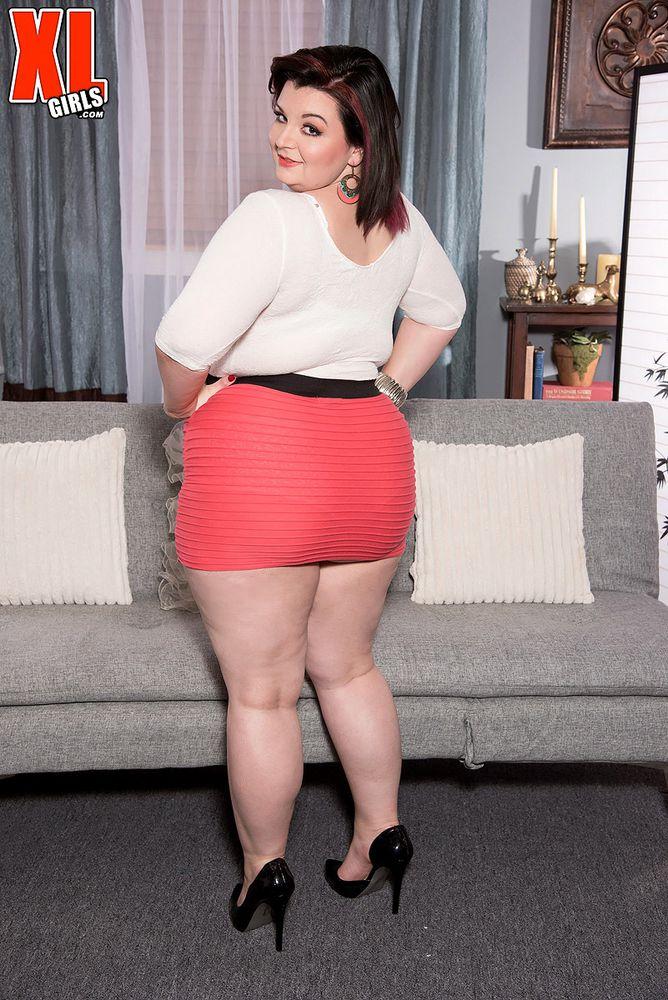 hot milf in mini skirt