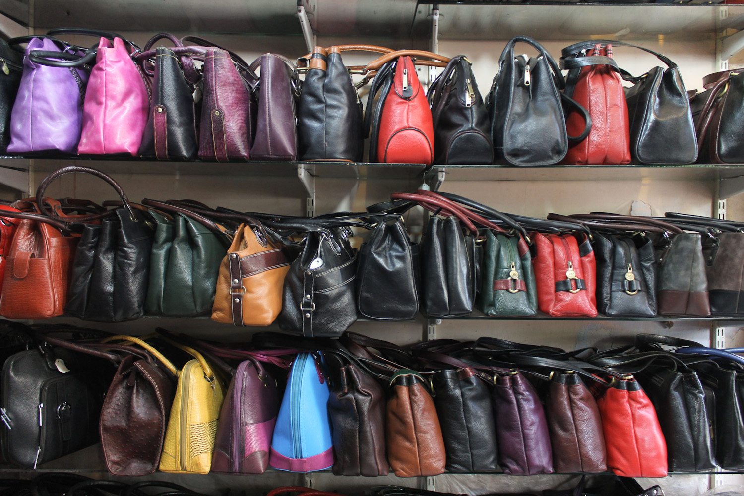 Famouse Sales Leather Boutique Dharavi-4