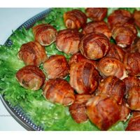 Eats / Bacon Wrapped Mushrooms