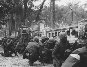 Soldados norteamericanos en Hue, durante la Ofensiva del tet