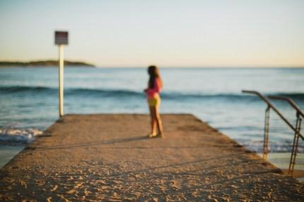 sydney photographer - girl on boardwalk