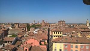 Piacenza, panoramica sulla città dalla facciata del Duomo
