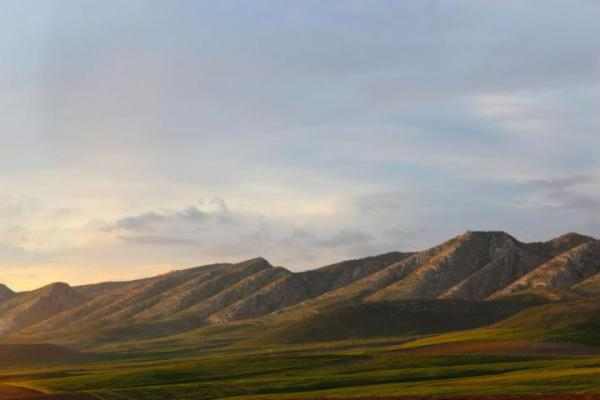 Picture of northern Iraq, fields and mountains.
