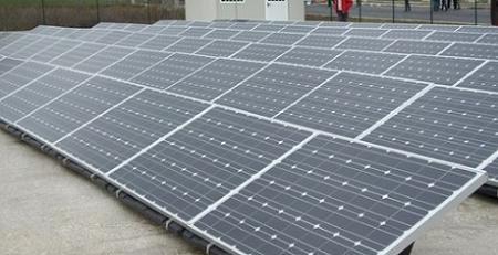 Fotovoltaico sui tetti delle scuole romane