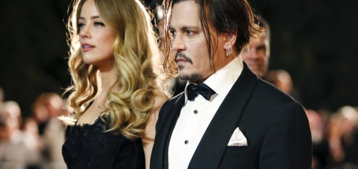 Desert Palm Achievement Award recipient actor Johnny Depp and wife actress Amber Heard pose at the 27th Annual Palm Springs International Film Festival Awards Gala in Palm Springs, California, January 2, 2016. REUTERS/Danny Moloshok    - RTX20U68