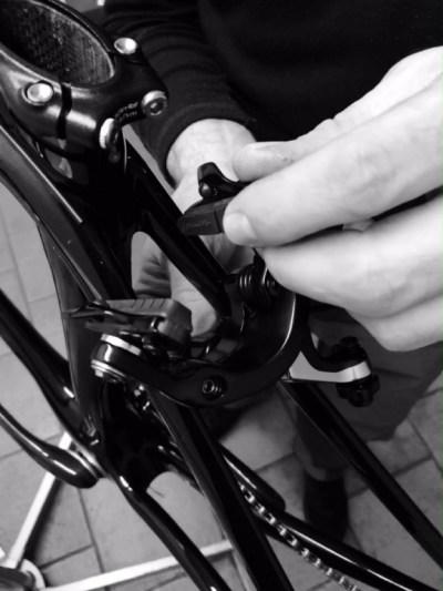 ... na karbonová kola, je dobré použít speciální špalíky ...