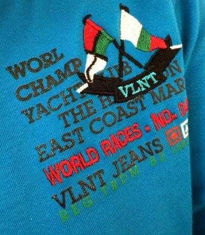 ... značkové tričko? Pepek námořník? ...