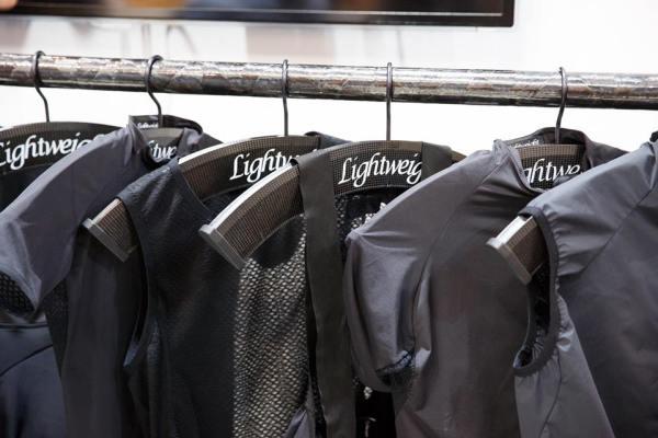 ... kompletní řada Lightweight oblečení kolekce EDELSTOFF ...