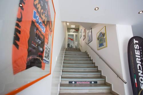 """... """"cestou po schodoch, po schodoch, poznávam poschodia"""" ..."""