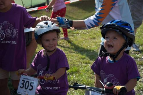 Nedělní Okolo KaŠe a nejmladší závodníci na startu ...