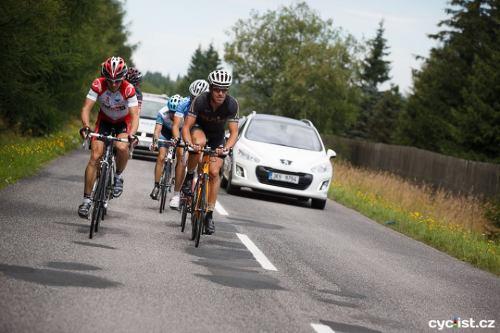 ... byli i tací závodníci, jako Láďa Vojtěchovský (vlevo), který si tuto část dal 3krát :) a zvítězil tak v nevypsané trati 290 km ...