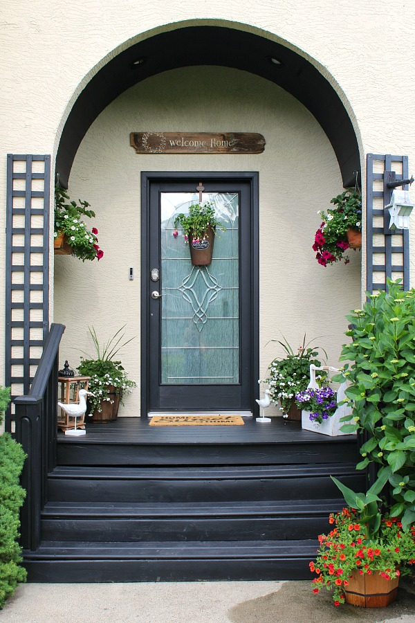 Summer Front Porch Decorating Ideas   Clean and Scentsible Simple summer decorating ideas for your front porch or patio  Beautiful
