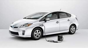 toyota-prius-plug-in-price drop