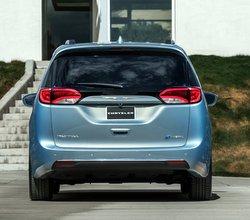 2017,Chrysler,Pacifica,minivan,plug-in hybrid,PHEV