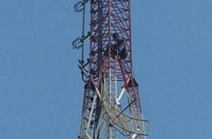 Dee Jay IKon D Link on radio tower