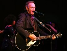 LEGENDARY SINGER/SONGWRITER, NEIL DIAMOND, 77, TO RETIRE FROM TOURING DUE TO PARKINSON'S DISEASE!