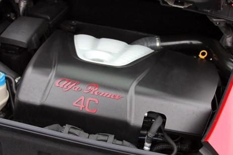 38-2015-alfa-romeo-4c-motore-aperto