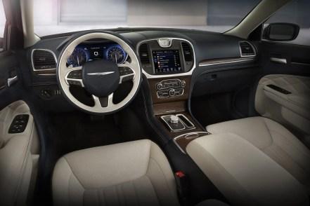 2015-Chrysler-300c-interni