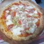 Pizza con Tomate y Rucula o Pizza con Alcachofas y Jamón