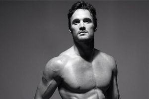 MAN CANDY: Watch Thom Evans Touch Himself in GIFs from Full Frontal Shoot [NSFW]