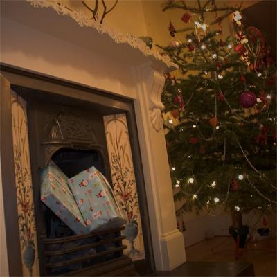 Coco&Me - Santa's Christmas presents fireplace - www.cocoandme.com