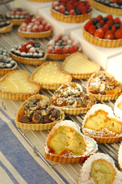 www.cocoandme.com - market stall table - tarts - Coco&Me