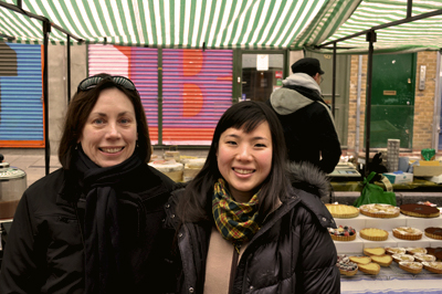 Coco&Me - Coco & me - www.cocoandme.com - Tamami and Mrs. L at the cake stall - Broadway Market