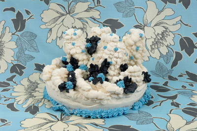 Amy Stevens art cake blue white black www.cocoandme.com Coco&Me Coco and me