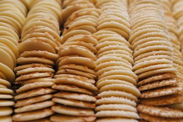 sweet-almond-biscuits-cookies-large