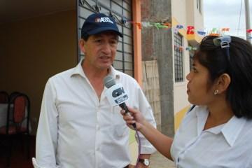 José Maguiña, Director de Ayuda en Acción Perú, durante la entrega de viviendas a las familias damnificadas en Ica por parte de su organización.