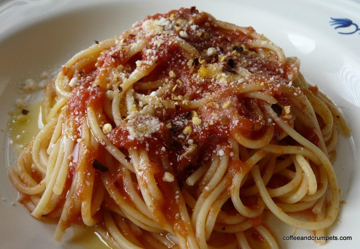 Easy Spaghetti With Tomato Sauce Recipe — Dishmaps