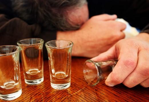 危険なアルコール摂取方法! ~急性アルコール中毒が世界中で多発! 心配停止や死に至るバカな飲酒~