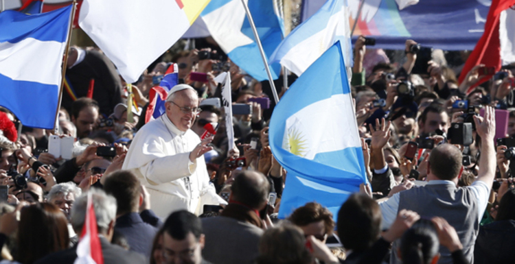 Pope Francis greets crowd before celebrating inaugural Mass in St. Peter's Square