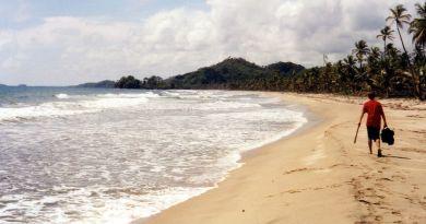 1024px-Kuna_Yala_beach_2003